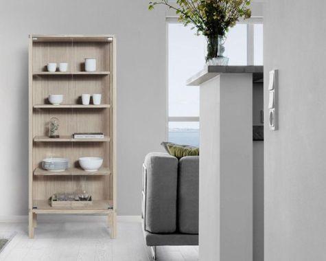 DEMO: Andersen Furniture - S20 - Vitrine - Valnød