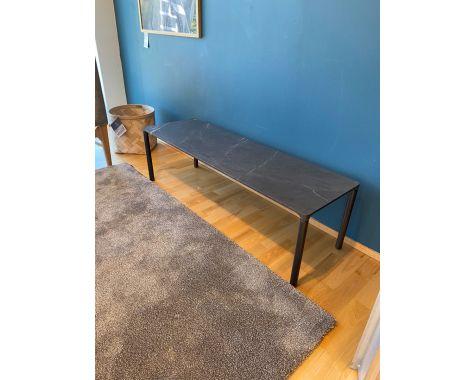 Demo: Fredericia Furniture - 6745 Piloti sofabord - flint