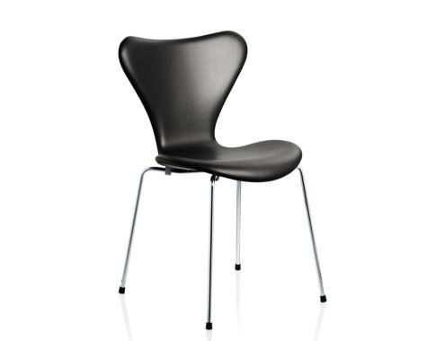 Fritz Hansen 7'er stol fuldpolstret med sort læder