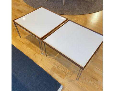 DEMO: Finn Juhl - Bakkebord 50x50 - Valnød, Hvid - 2 stk.