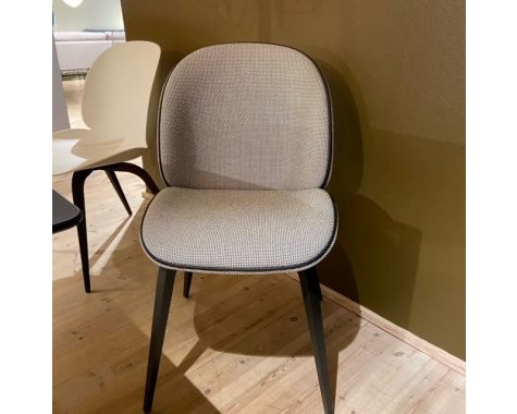 DEMO: Gubi - Beetle Dining chair - fuldpolstret