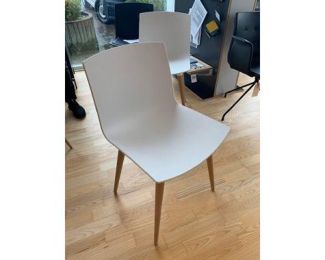DEMO: Andersen Furniture - Hvide TAC stole, 2 stk