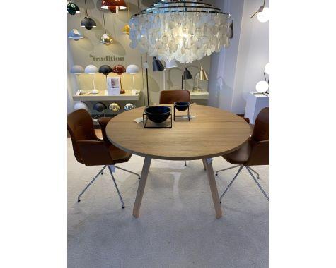 DEMO: Bent Hansen - Primum - rundt egetræsbord