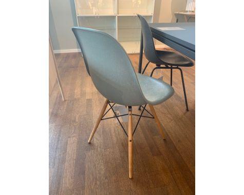 DEMO: Eames DSW stol - Raw Umber, eiffel med træ