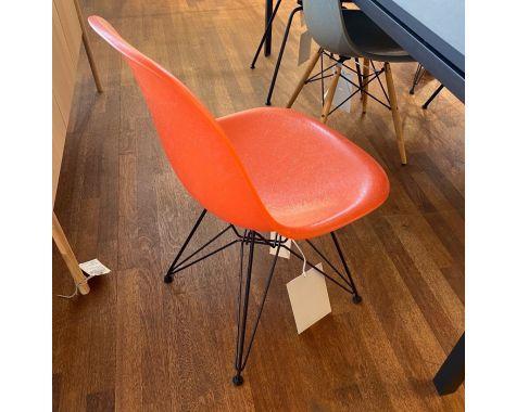DEMO: Eames DSR stol - Red Orange, eiffel