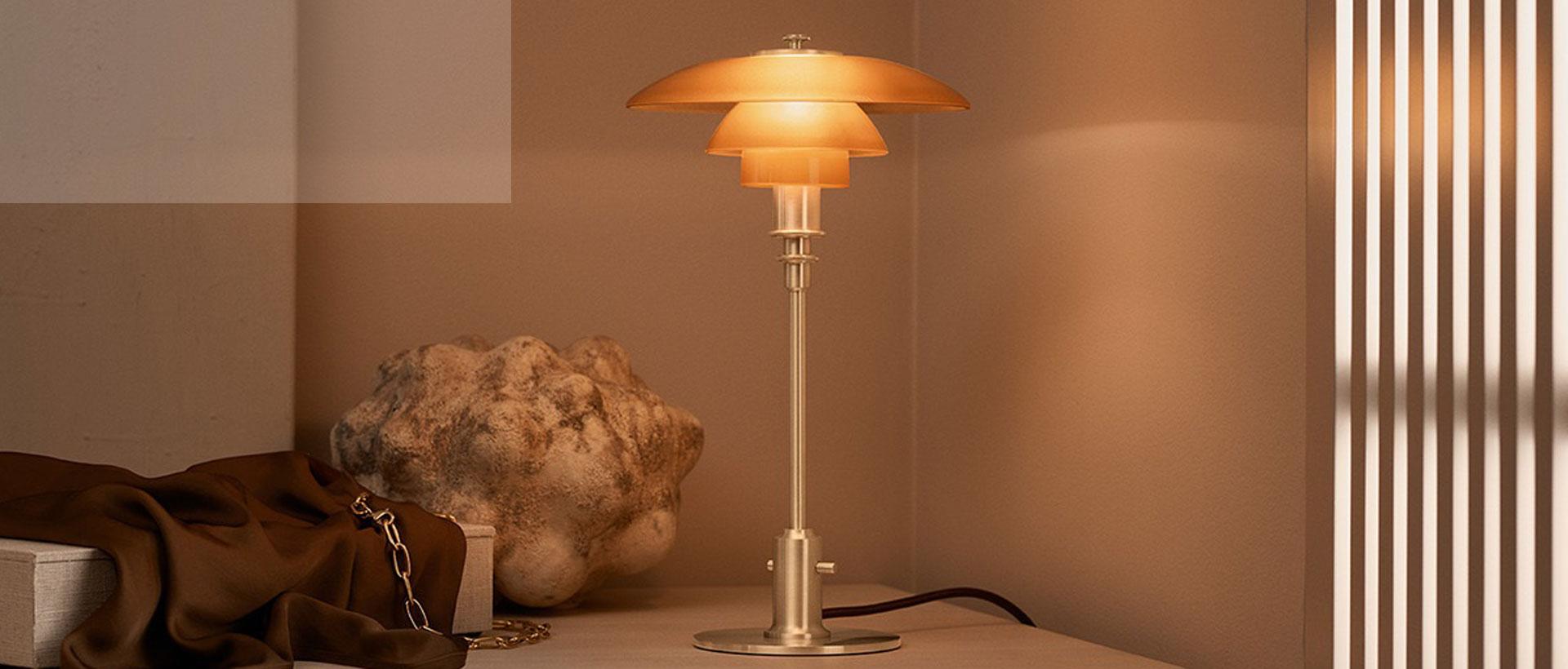 PH 2/1 bordlampe ravfarvet